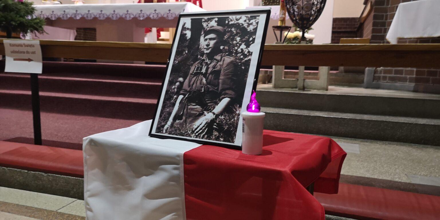 """Bydgoszcz 2020. Kpt. Romuald Rajs ps. """"Bury"""" w kościele jezuitów."""